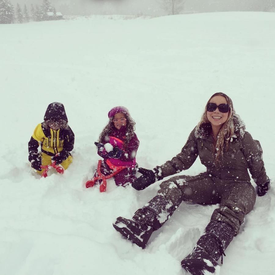 Mariah Carey z dziećmi na śniegu