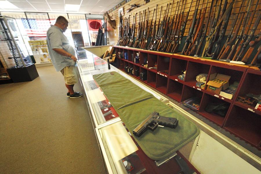 Sklep z bronią w USA