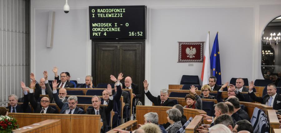 Głosowanie nad nowelizacją ustawy o radiofonii i telewizji, podczas drugiego dnia 7. posiedzenia Senatu