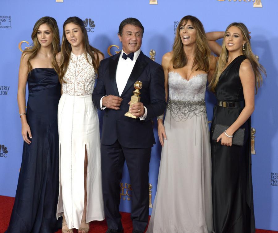 Sylvester Stallone z pięknymi córkami na gali Złotych Globów