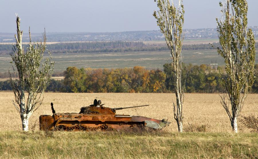 Spalony transporter w Donbasie
