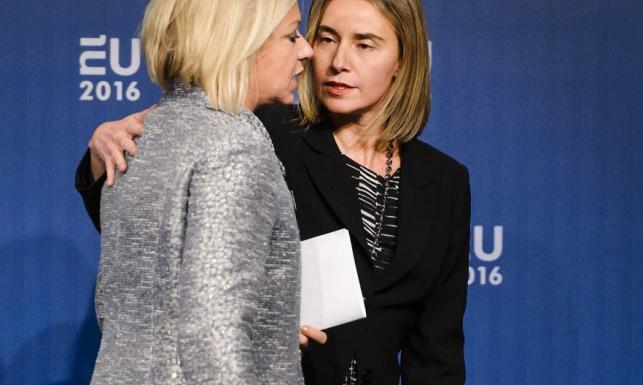 Wpadka! Holenderska minister obrony w stroju mocno karnawałowym na politycznych salonach