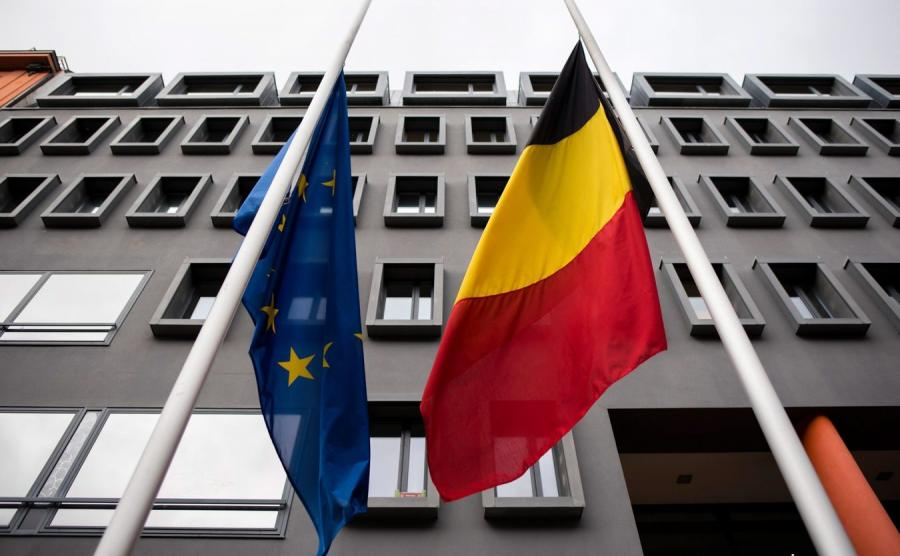 Flagi Unii Europejskiej i Belgii