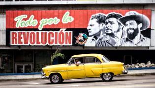 Taksówka na ulicach Hawany