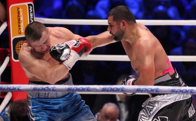 Tomasz Adamek (L) i Amerykanin Eric Molina (P) podczas walki w wadze ciężkiej o pas IBF Inter-Continental, w trakcie gali bokserskiej Polsat Boxing Night