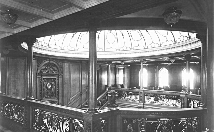 """Schody na pokładzie pierwszej klasy na pokładzie RMS """"Olympic"""", statku siostrzanego RMS """"Titanic"""""""