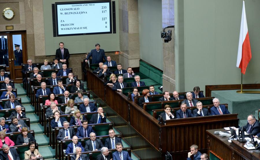 Tablica wyników po głosowaniu na sędziego Trybunału Konstytucyjnego podczas posiedzenia Sejmu