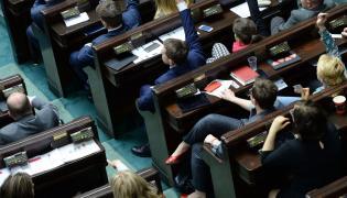 Ławy poselskie Nowoczesnej i PSL i Kukiz'15, podczas głosowania na nowego sędziego TK