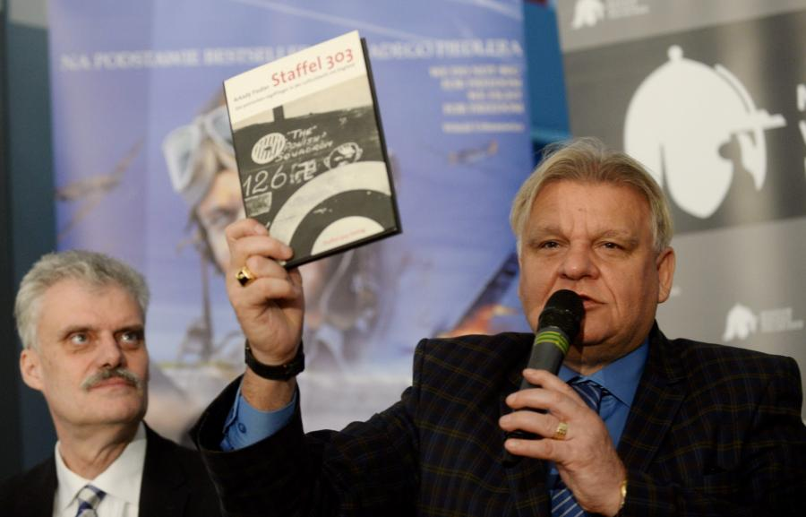 Dyrektor Muzeum Wojska Polskiego prof. Zbigniew Wawer i producent filmu Jacek Samojłowicz