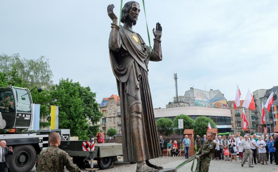 Ponad pięciometrowy pomnik Chrystusa w Poznaniu
