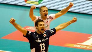 Michal Kubiak (L) i Pawel Zatorski podczas meczu z Japonią
