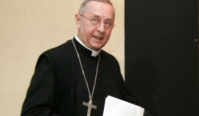 Abp Gądecki: Katolik nie może być za in vitro