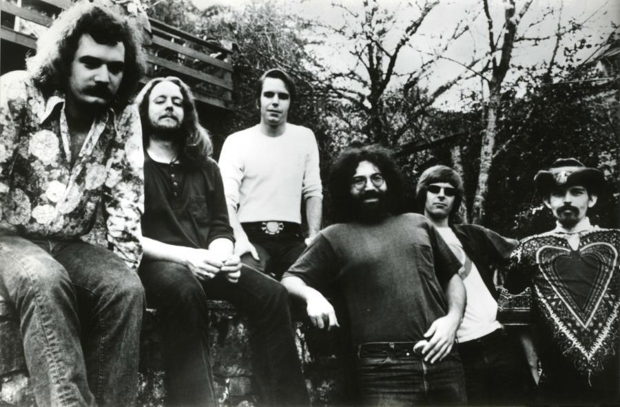 Bracia Dessnerowie z pomocąprzyjaciół uhonorowali legendarne Grateful Dead