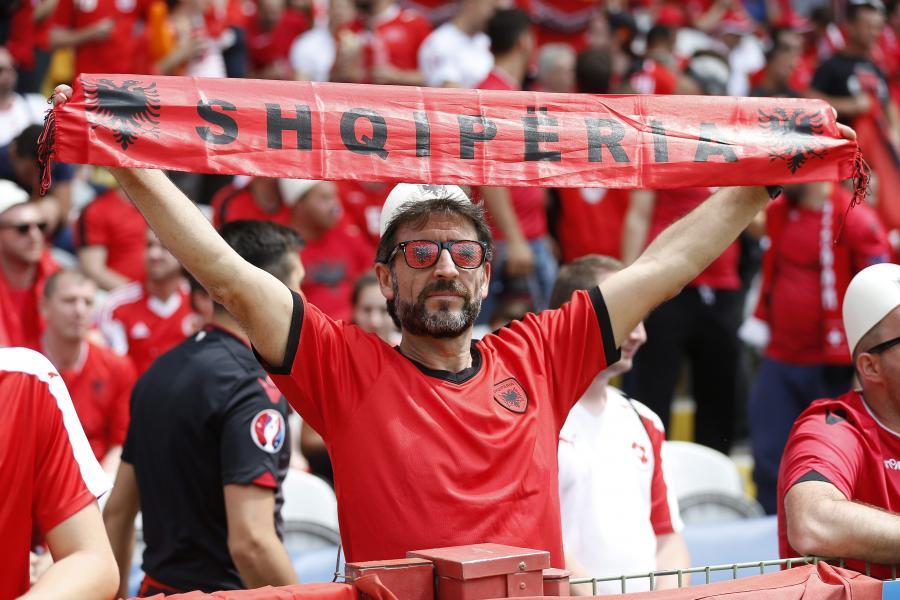 """""""Gang Albanii"""" na trybunach stworzył """"piekło"""", ale na Szwajcarów to nie wystarczyło"""