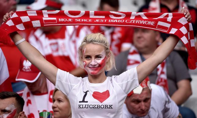 Tak polscy kibice wspierali kadrę Nawałki na Stade de France. Brawo Wy!