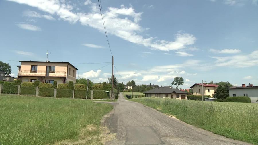 Ojciec potrącił pod domem dwuletnią córkę. Dziecko nie żyje