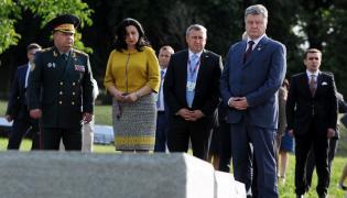 Petro Poroszenko przed pomnikiem ofiar zbrodni wołyńskiej