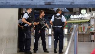 Niemiecka policja na dworcu w Monachium