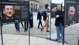 """wystawa zdjęć pt. """"Rok prezydentury Andrzeja Dudy"""""""