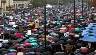 """Uczestnicy """"czarnego protestu"""" w Warszawie"""