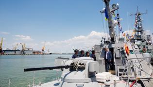 Prezydent Poroszenko na pokładzie ukraińskiego okrętu