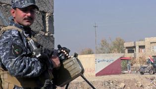 Iracki policjant na patrolu