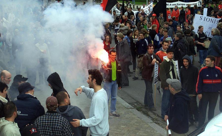 Jeden z antyglobalistycznych protestów z 2001 roku