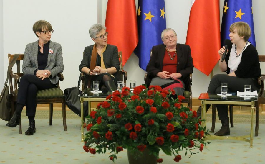 Od lewej: dyektor Fundacji Batorego Ewa Kulik-Bielińska, prezes zarządu Helsińskiej Fundacji Praw Człowieka Danuta Przywara, Ludwika Wujec i prezes Stowarzyszenia 61 Róża Rzeplińska