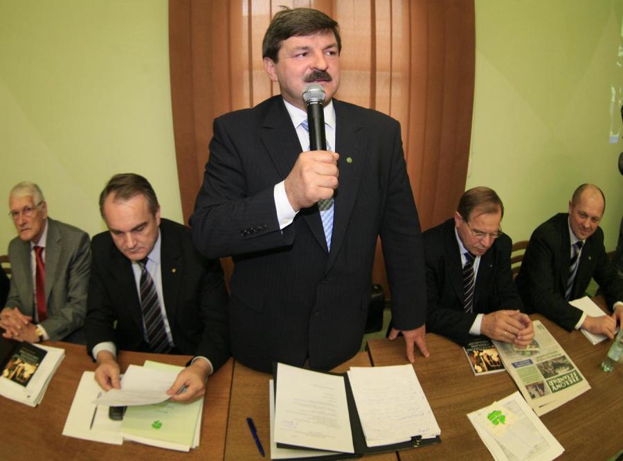 PSL krytykuje Tuska za dymisję Ćwiąkalskiego