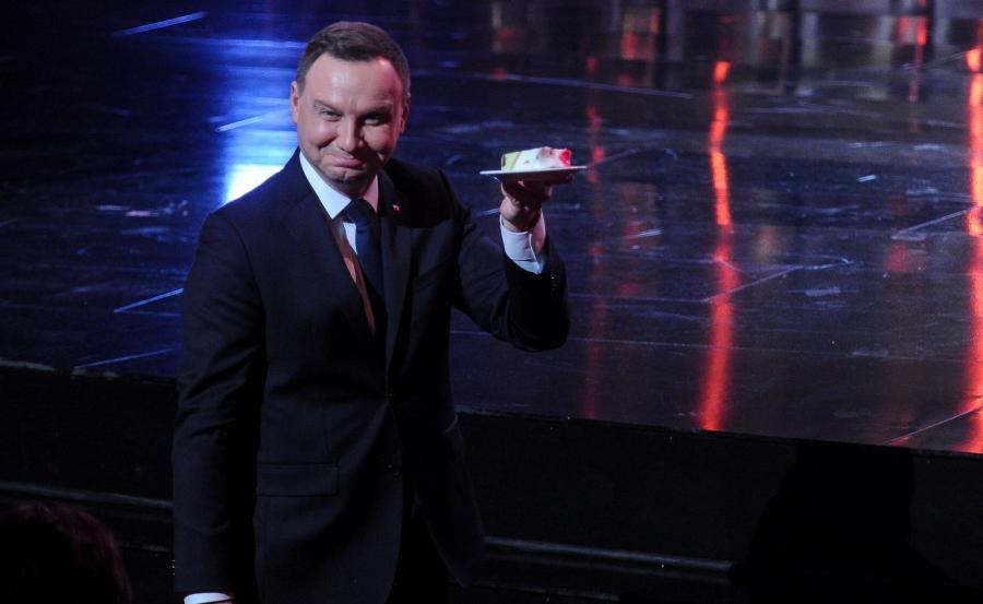 Andrzej Duda z tortem
