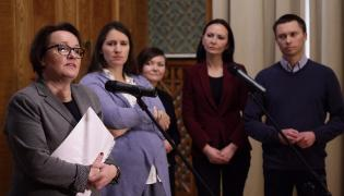 Anna Zalewska, Karolina Elbanowska i Tomasz Elbanowski