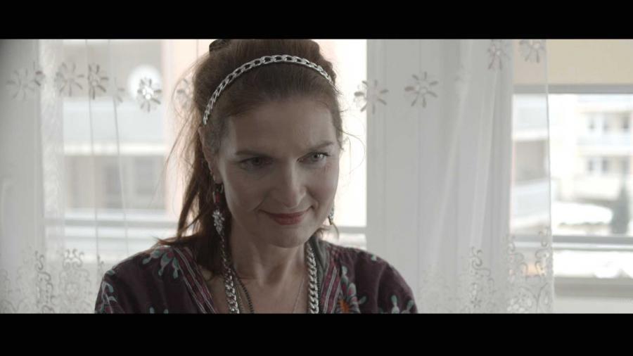 """Iwona Katarzyna Pawlak w filmie """"Kolekcja sukienek"""" - obraz w kinach od 9 grudnia 2016 roku"""