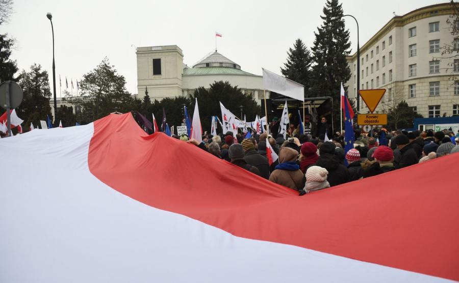 Demonstracja opozycji przed Sejmem