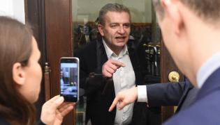 Poseł PO Bartosz Arłukowicz na zamkniętej dla mediów loży dziennikarskiej w Sejmie