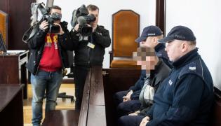 Sprawca Artur W. na sali sądowej
