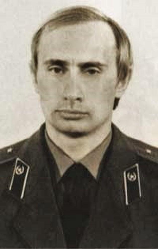 Władimir Putin w mundurze KGB
