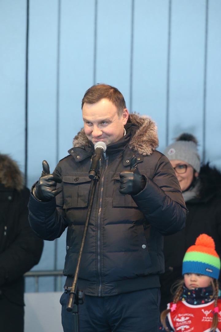 Andrzej Duda gratuluje uczestnikom maratonu