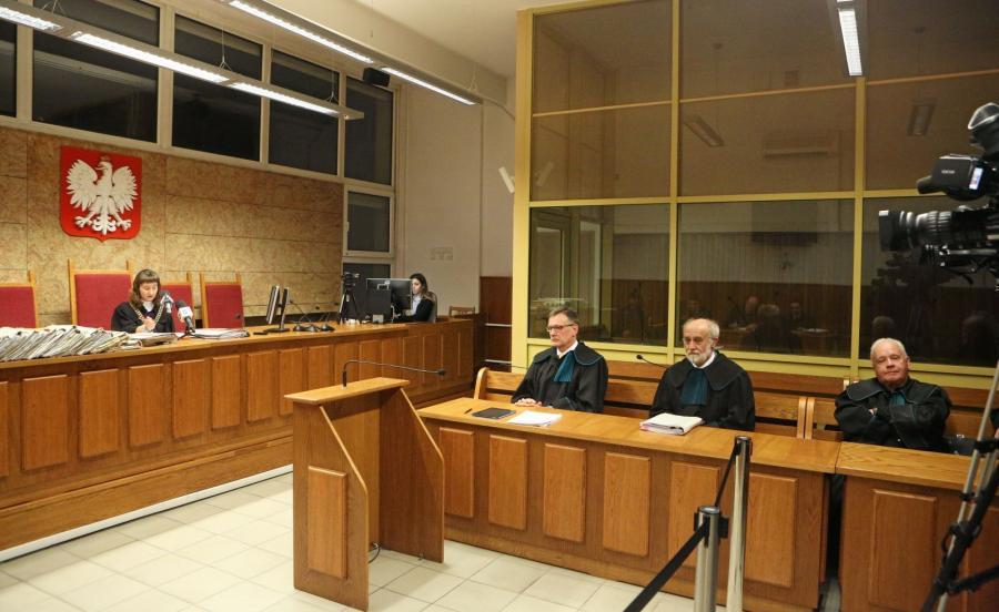 Sędzia Agnieszka Pilarczyk (L) ogłasza wyrok