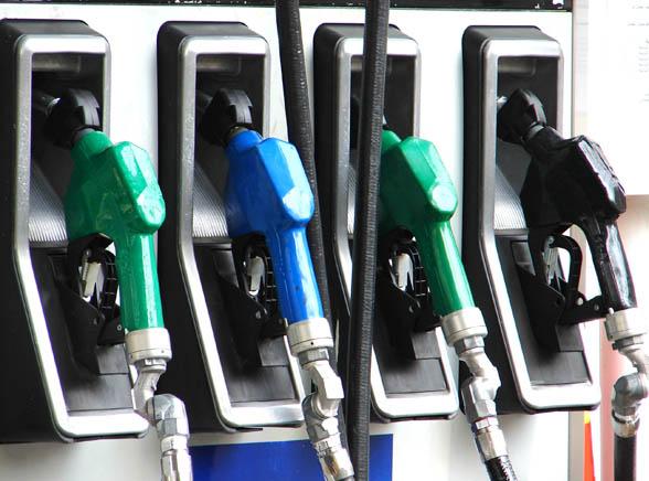 Benzyna będzie coraz tańsza